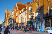 CAMBRIDGE, UK - JANUARY 18, 2015: King's passage, the main street with collages, shops and cafes — Stock Photo