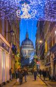 LONDON, UK - DECEMBER 19, 2014: Old City street leading to st. Paul cathedral. Street view with evening lights and public house — Stock Photo