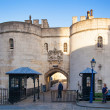 Tower of London (started 1078), old fortress, castle, prison and house of Crown Jewels. View form the river side park — Stock Photo #70727279