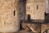 Tower of London (started 1078), old fortress, castle, prison and house of Crown Jewels. View form the river side park — Stock Photo
