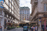 LONDON, UK - 22 JULY, 2014: Savoy hotel, one of the best holes in London and Europe. Main entrance and taxi averting the client — Stock Photo