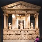 LONDON, UK - NOVEMBER 30, 2014: British museum exhibition hall. Ancient Greek collection of Pantheon — Stock Photo #74142655