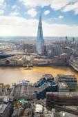伦敦,英国-2015 年 4 月 22 日: 伦敦金融城全景包括在泰晤士河上的玻璃碎片 — 图库照片