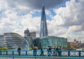 LONDON, UK - APRIL15, 2015: Shard of glass. City of London, south bank of river Thames — Stock Photo