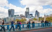 LONDON, UK - APRIL 30, 2015: Tower of London walls and modern glass buildings of business aria on the background — Stock Photo