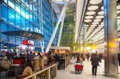 People waiting for arrivals in Heathrow airport Terminal 5 — Stock Photo