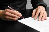 Işadamı sözleşme kayıt belgeleriyle çalışma — Stok fotoğraf