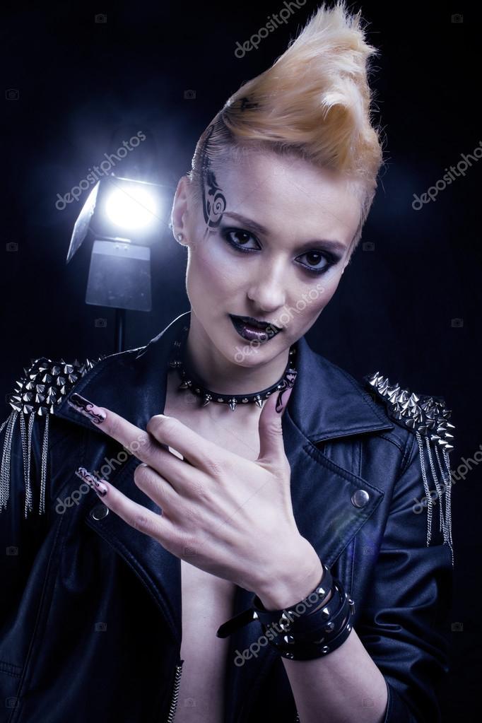 Mode Rocker Style Modell M 228 Dchen Portrait Frisur Punk