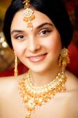 Beauty sweet indian girl in sari smiling close up — Stock Photo