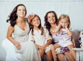 Mature sisters twins at home with little daughter, happy family — Foto de Stock