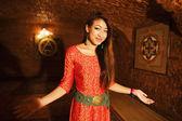Menina de vietnam beleza asiática saudação na câmera — Foto Stock