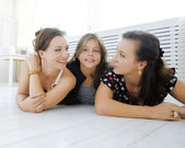 Mature sisters twins at home with little daughter, happy family — Stock Photo