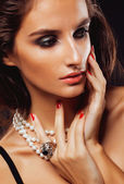 Beauty young sencual woman with jewellery close up, luxury portrait of rich real girl — Stok fotoğraf