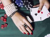 Hands of young caucasian woman with red manicure at casino table close up — Stockfoto