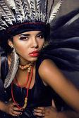 Genç güzel kadın ile telafi etmek gibi Kızılderili, Cadılar Bayramı teem — Stok fotoğraf