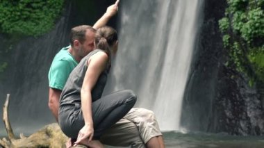 Couple looking at waterfall in Bali — Stock Video