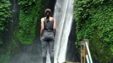 Woman admire waterfall in Bali — Stock Video