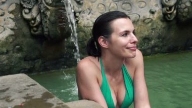 Woman relaxing in hot springs — Stock Video