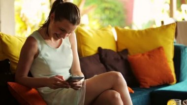 Businesswoman texting on smartphone at home — Stock Video