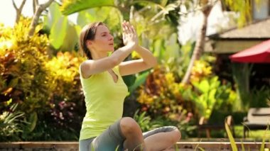 Attractive woman meditating in garden — Stok video