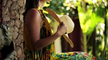 Woman cooling herself with hat on bench — Vídeo Stock