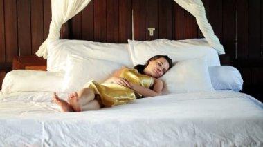 Woman sleeping on big comfortable bed — Stock Video