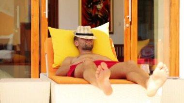 Man sleeping while lying on sunbed — Stock Video