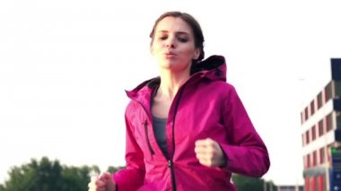 Young woman jogging — Stock Video