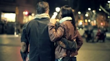 Happy couple in love walking in the city at night — Stock Video