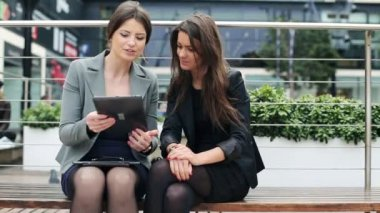 Businesswomen talking over tablet computer in the city — Stockvideo