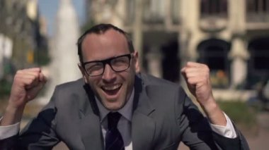 Crazy, successful excited businessman screaming to camera in city — Vídeo Stock