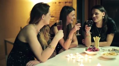 Girlfriends chatting during party at home — Stock Video