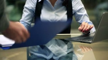 Businesswoman signing documents, working on laptop in the office — Video Stock