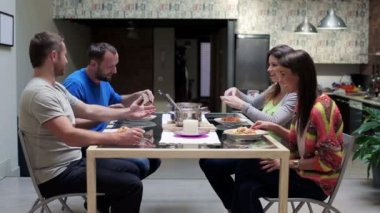 Friends eating supper and talking — Stock Video