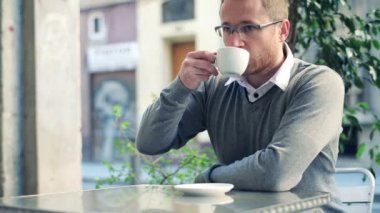 Happy young man drinking coffee in cafe — Video Stock