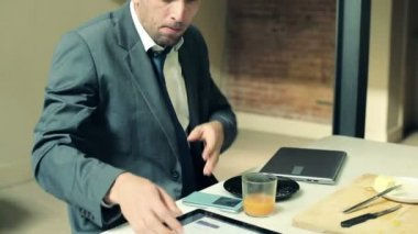 Businessman finish his breakfast and leaving to work — Stock Video