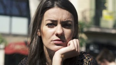 Portrait of young pensive beautiful woman in the city — Stockvideo