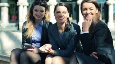 Happy group of young businesswomen sitting in the city — Stock Video
