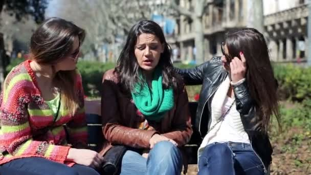 Girlfriends comforting their sad friend on bench in the city — Vidéo