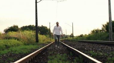 Man walking on railroad tracks — Stock Video