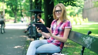 Girl with tablet computer in park — Stock Video