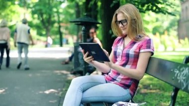 Teenager with tablet computer in park — 图库视频影像