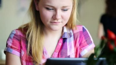 Girl with tablet computer in cafe — Stock Video