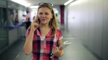 Teenager talking on cellphone — Stock Video