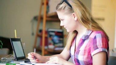 Teenage girl doing homework — Stock Video