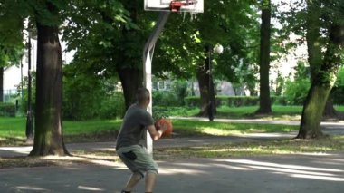Man missed basketball throw — Stock Video