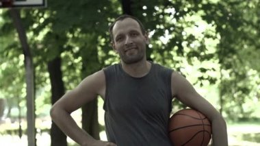 Happy basketball player in park — Stock Video