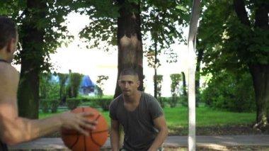 Two men playing basketbal — Stock Video
