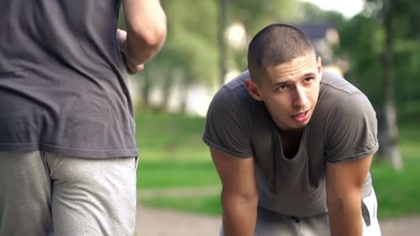 Man resting during jogging — Vidéo