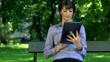 Attractive businesswoman with tablet — Stock Video
